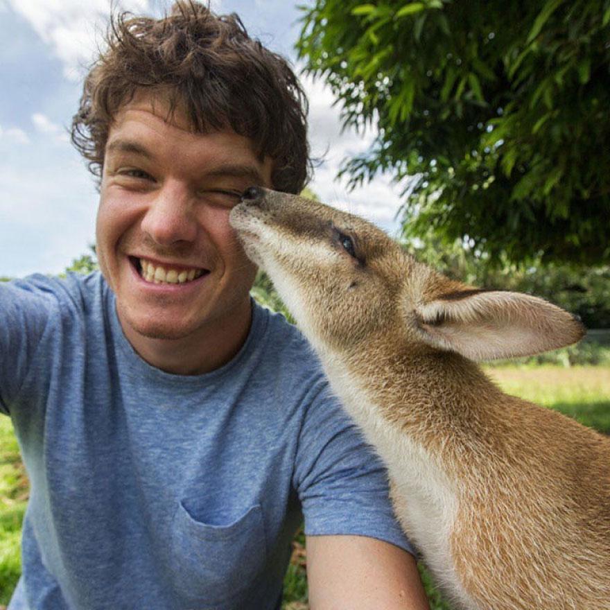 Bu Adam Selfie İşini Biraz Abartmış Durumda
