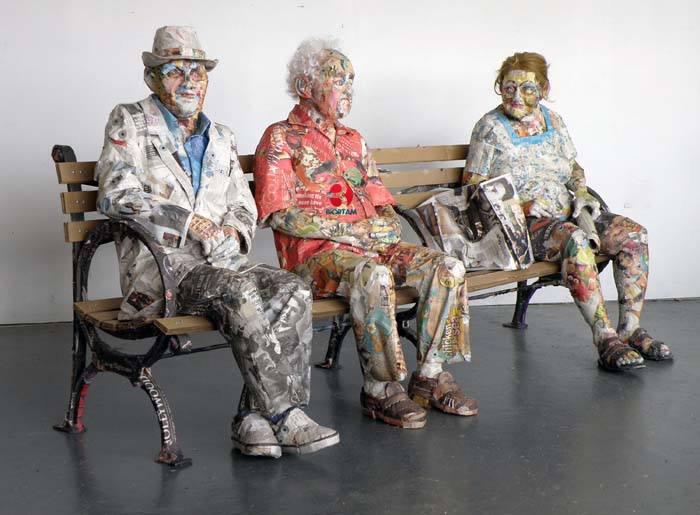 Gazeteden Gerçek Ötesi Sanat Eseri Heykeller Yaptı